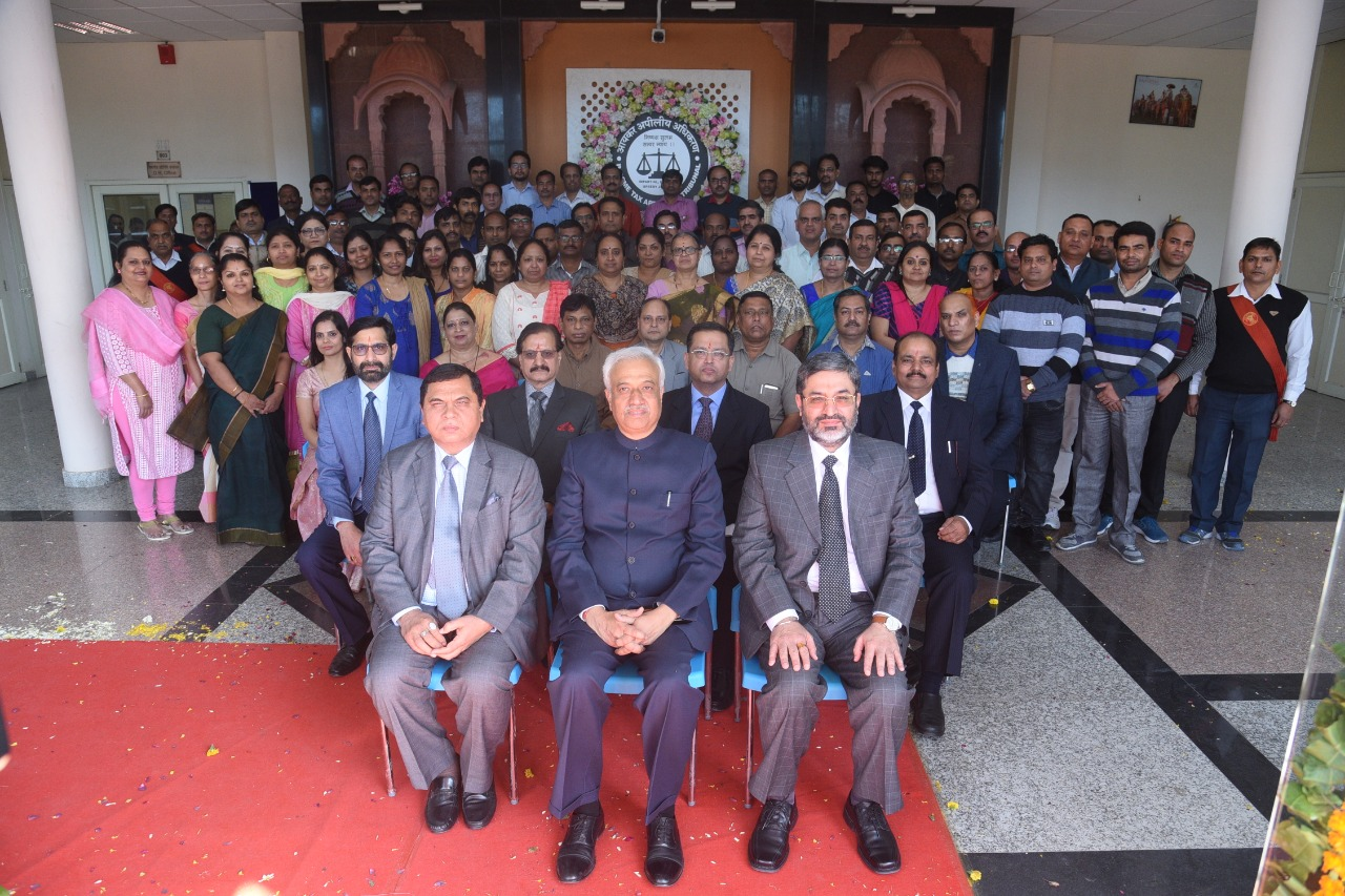 Group Photo of the participants of the Refresher Course with Hon'ble President Justice PP Bhatt, Shri NK Saini, Hon'ble VP (CZ) and Shri GS Pannu, Hon'ble VP (DZ)
