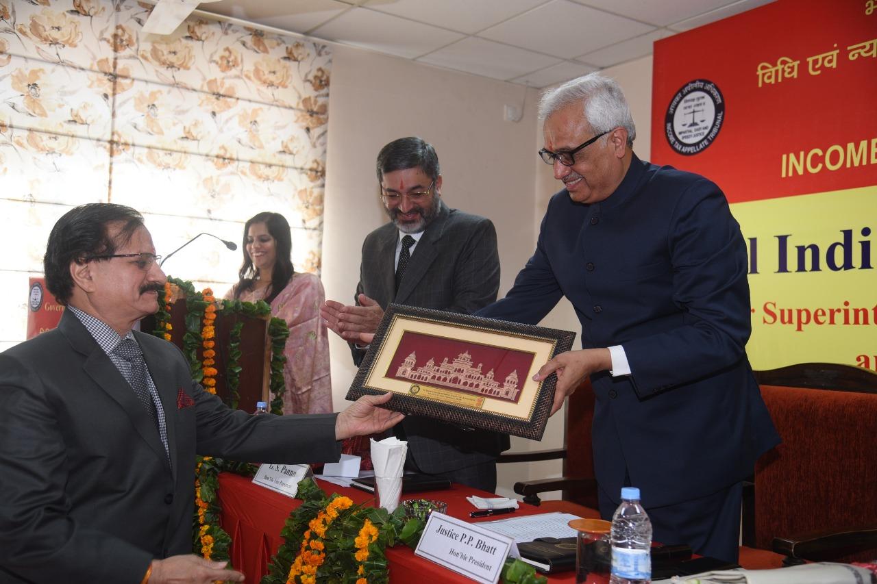 Shri R.C. Sharma, Accountant Member presenting Memento to Hon'ble President Justice PP Bhatt