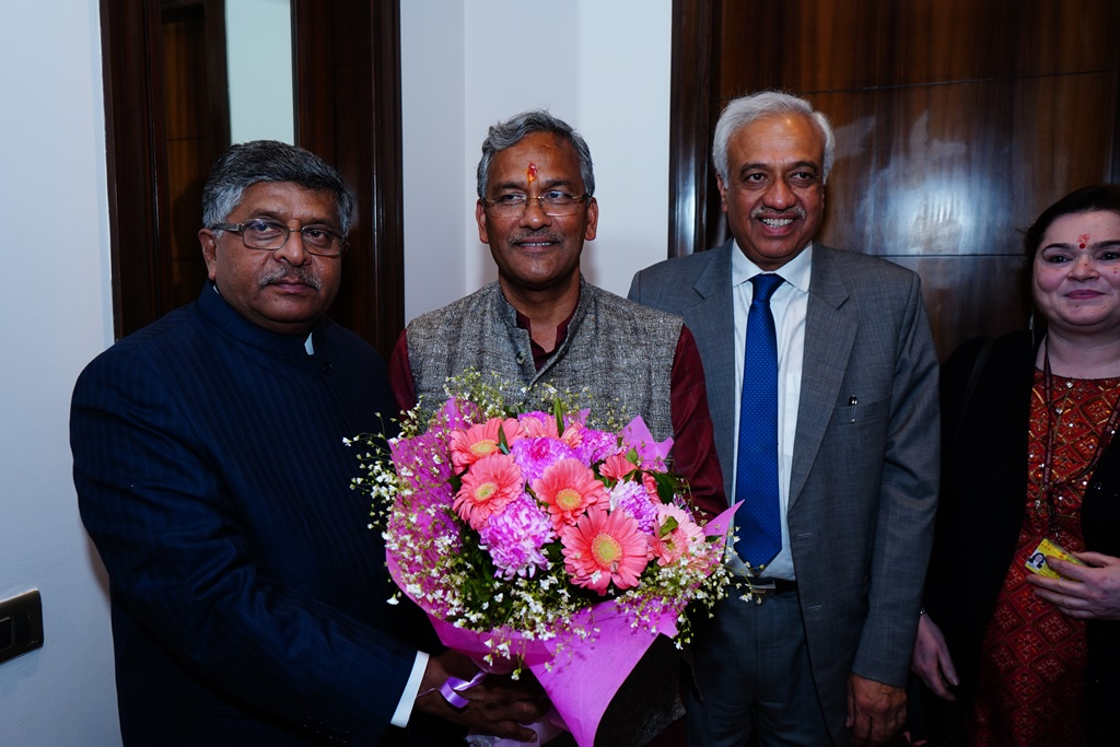 Hon'ble President Justice PP Bhatt welcoming the Chief Guest Shri Ravi Shankar Prasad, Hon'ble Minister for Law & Justice, Communications and Electronics & IT; and Guest of Honour Shri Trivendra Singh Rawat, Hon'ble Chief Minister of Uttarakhand.
