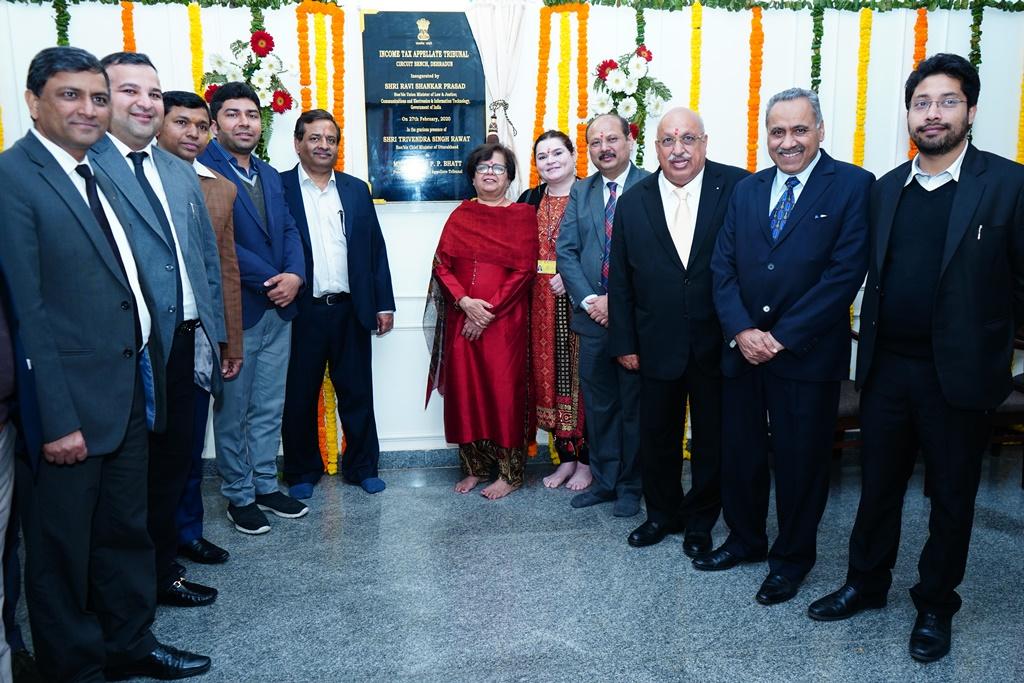 Ms. Sushma Chowla, Hon'ble Vice President (HZ), Shri Sudhanshu Srivastava, Hon'ble JM and Shri Prashant Maharshi, Hon'ble AM with members of the Dehradun Tax Bar Association at ITAT premises.