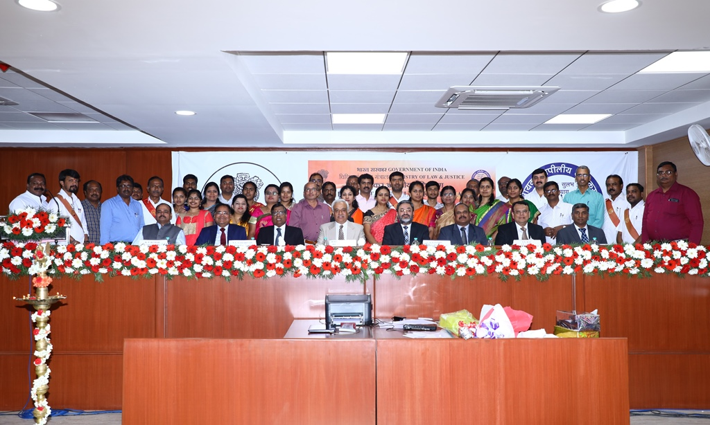 Group Photo - Hon'ble President Justice PP Bhatt with Hon'ble Vice Presidents, Hon'ble Members, Registrar, Officers and Staff of ITAT, Bangalore Benches