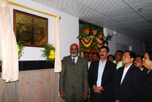 Shri D. Manmohan, Vice President (HZ & MZ) with Members of Income Tax Appellate Tribunal, Hyderabad Benches after unveiling the plaque.